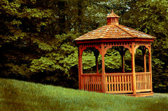 Gazebo da floresta Imagem de Stock Royalty Free