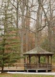 Gazebo da floresta Foto de Stock Royalty Free