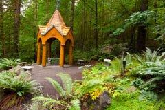 Gazebo de madera del jardín Imágenes de archivo libres de regalías