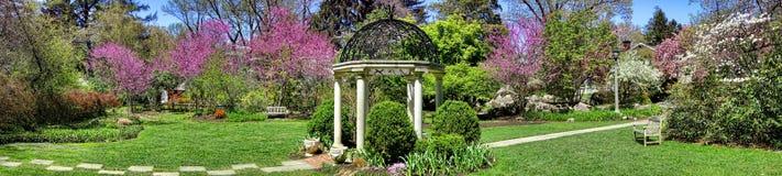Gazebo del giardino del tempio dei giardini botanici del parco di Sayen Fotografia Stock Libera da Diritti