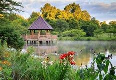 Gazebo del verano en el lago Imagenes de archivo