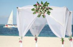 Gazebo di cerimonia nuziale sulla spiaggia Fotografia Stock
