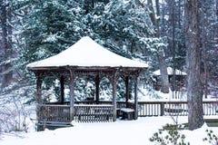 Gazebo di inverno di Snowy Immagine Stock Libera da Diritti