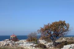 Gazebo dichtbij het overzees Stock Foto's