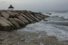 Gazebo en roca por el océano Fotografía de archivo