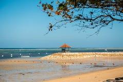 Gazebo för meditation på kusten Royaltyfria Foton