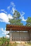 Gazebo i den japanska trädgården Fotografering för Bildbyråer