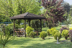 Gazebo im Park Stockbild