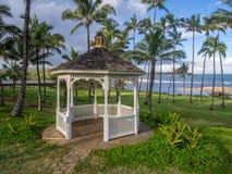 Gazebo lungo la bella linea costiera orientale di Kauai Immagine Stock