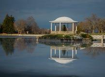 Gazebo na jeziorze 4 Obrazy Royalty Free