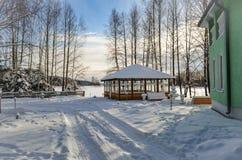 Gazebo nella foresta nell'inverno Fotografie Stock