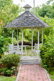 Gazebo Openluchthout in de tuin Stock Foto's