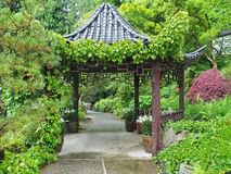 Gazebo oriental do jardim Fotografia de Stock