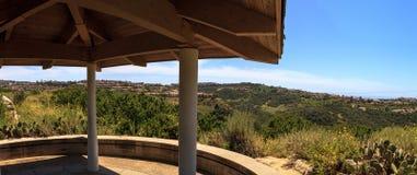 Gazebo over de Kust van Nieuwpoort wandelingssleep dichtbij Crystal Cove stock foto's