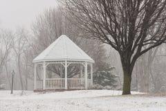 Gazebo in parco durante l'inverno Fotografia Stock