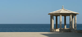 Gazebo perto do mar Fotografia de Stock Royalty Free