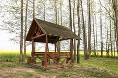 Gazebo relaksować w wiosna lesie Obraz Stock