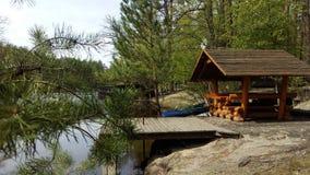 Gazebo relaksować w wiosna lesie Zdjęcie Stock