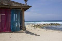 Gazebo romántico en un centro turístico tropical Imagen de archivo libre de regalías
