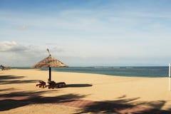 Gazebo am schönen Strand Stockbild