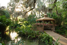 Gazebo tropical del jardín Fotos de archivo libres de regalías