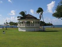 Gazebo tropical en parque de playa foto de archivo libre de regalías
