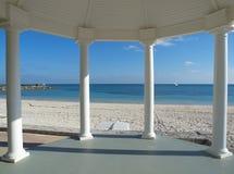 Gazebo van het huwelijk op een tropisch strand Stock Foto