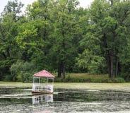 Gazeboen på vattnet Royaltyfria Bilder