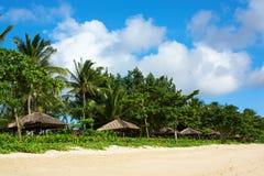 Gazebos bij een tropische toevlucht Stock Fotografie