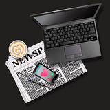 Gazeta i telefon komórkowy z latte laptopem i sztuką Fotografia Stock