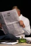 gazetowy czytanie Obraz Stock