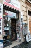Gazety i magazynu stojak w Rzym obrazy royalty free