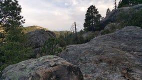 Gazing над скалой стоковые изображения rf