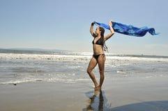 gazing с моря к женщине Стоковые Фотографии RF