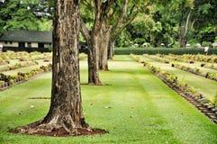Gazon in een begraafplaats met grafstenen Royalty-vrije Stock Fotografie