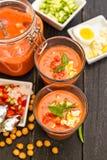 Gazpacho délicieux dans une cuvette Photographie stock