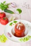 Gazpacho - eine kalte Tomatensuppe mit Gemüse Lizenzfreies Stockfoto