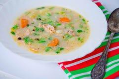 Gazpacho et ingrédients sur une table Photographie stock