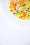 Gazpacho och ingredienser på en tabell Royaltyfri Foto