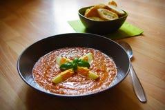 Gazpacho, Spaanse tomaat gebaseerde koude groentesoep Stock Fotografie
