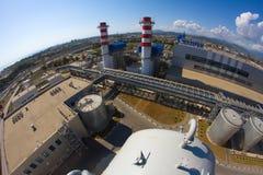 Gazprom-Firmenlogo auf dem Wärmekraftwerk Lizenzfreie Stockfotografie