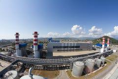 Gazprom-Firmenlogo auf dem Wärmekraftwerk Lizenzfreies Stockfoto