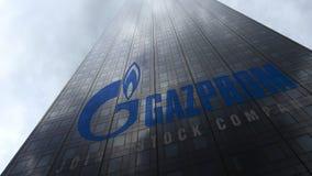 Gazprom logo på reflekterande moln för en skyskrapafasad Redaktörs- tolkning 3D Royaltyfri Bild