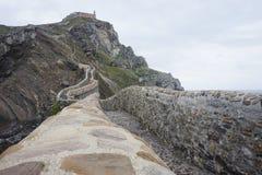 Gaztelugatxe de la capilla en el roch en país basque foto de archivo