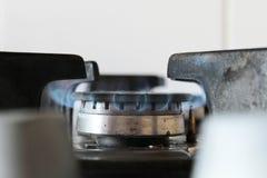 Gazu naturalnego palenie na benzynowej kuchence zdjęcie stock