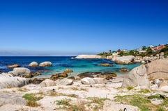 Głazy Wyrzucać na brzeg - Simon& x27; s miasteczko, Kapsztad, Południowa Afryka Zdjęcia Royalty Free