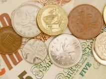 Gbp-sedlar och mynt Arkivfoton