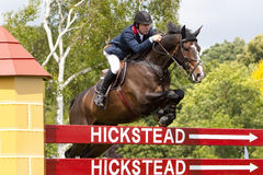 GBR: L'equites Hickstead salta il derby 2011 Immagini Stock