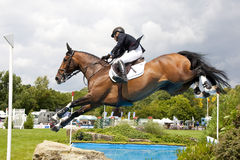 GBR: Ryttaren Hickstead hoppar derbyt 2011 Fotografering för Bildbyråer