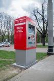 Gdański, Polska, Kwiecień - 27, 2017: Transport publiczny automatyzował biletowe maszyny dla autobusu i tramwaju w Gdańskim Zdjęcie Stock